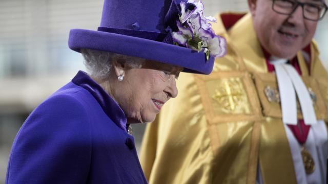 La Reine d'Angleterre se remet d'un gros rhume