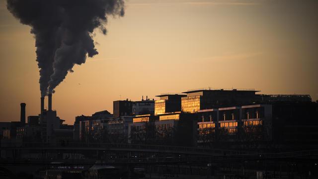L'incinérateur de Vaux-le-Pénil (77) a, depuis, arrêté de fonctionner. Ici, l'incinérateur d'Ivry (94).