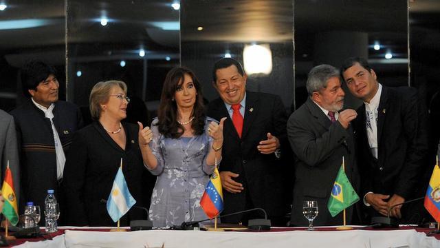 En 2009, la plupart des pays latino-américains étaient gouvernés par un dirigeant de gauche : la Bolivie (avec Evo Morales), le Chili (avec Michelle Bachelet), l'Argentine (avec Cristina Kirchner), le Venezuela (avec Hugo Chavez), le Brésil (avec Lula) et l'Equateur (avec Rafael Correa).