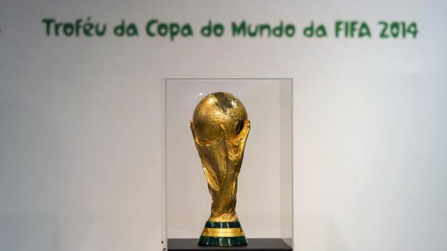 Le trophée de la Coupe du Monde de football.
