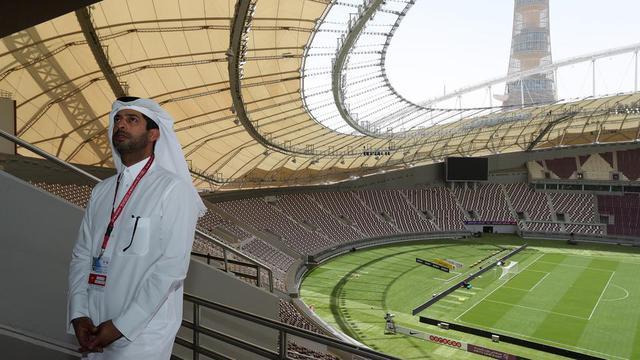 Nasser Al-Khater, un membre éminent du comité d'organisation de la Coupe du monde 2022, dans le Khalifa International Stadium de Doha, rénové pour accueillir des matchs du Mondial, le 18 mai 2017.