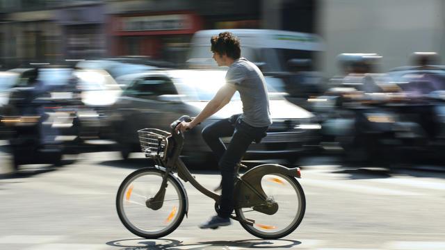 La mairie de Paris a décidé de la gratuité partielle des services Vélib' et Autolib'.