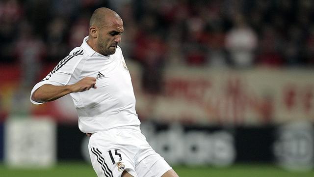 Raul Bravo, 38 ans, a joué au Real Madrid entre 2001 et 2007, avec lequel il a remporté la Ligue des Champions en 2002 et la Liga en 2003 et 2007.