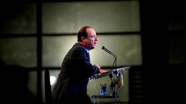 François Hollande en meeting à La Réunion