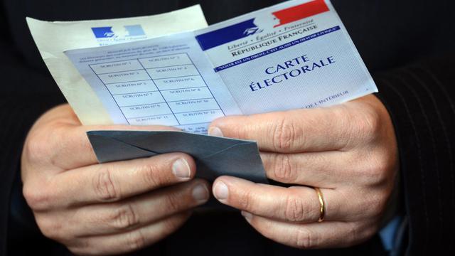 Illustration : Un citoyen français vote lors des élections présidentielles