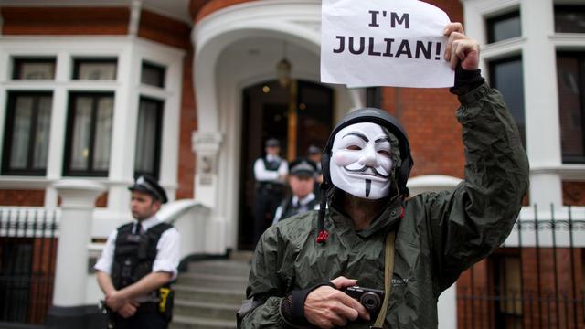 Un soutien à Julian Assange devant l'ambassade d'Equateur en Angleterre.