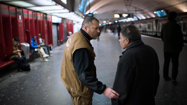 Au total, 55 % de ces sans-abri touchent en effet un salaire, la retraite, le chômage ou diverses aides sociales
