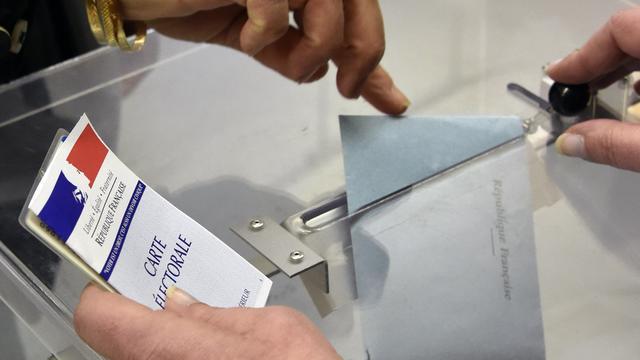 LREM et le RNveulent gagner des ancrages locaux, quand LR et le PS souhaitent éviter un exode de leurs élus.