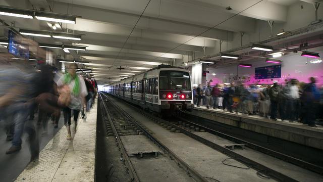 Une dizaine de trains du RER C devraient être supprimés lundi 18 novembre.
