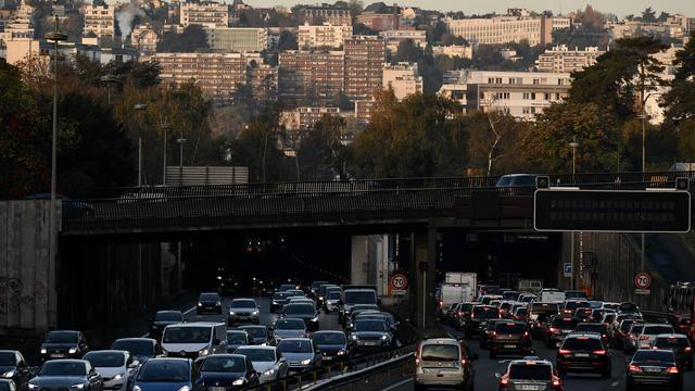 Seuls 32 % des Franciliens prennent leur voiture pour aller travailler, selon une étude.