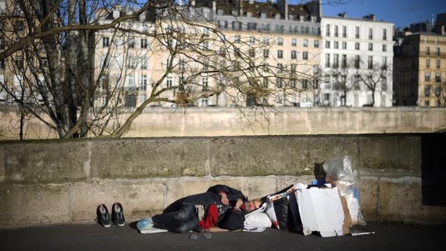 Plusieurs milliers de personnes dorment chaque jour et nuit dans les rues de Paris.