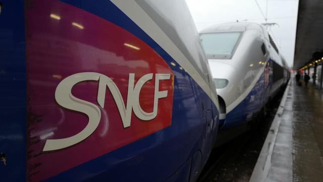 Longues files d'attente pour acheter un ticket, tarifs élevés, manque de ponctualité... 60 Millions de consommateurs critique la SNCF sur toute une série de points.