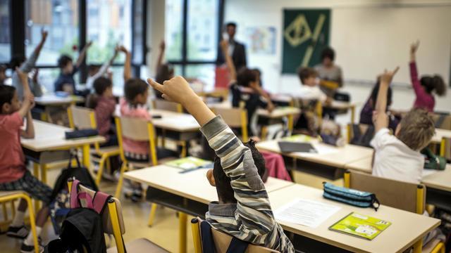 Des élèves dans une école primaire à Lyon [Jeff Pachoud / AFP/Archives]