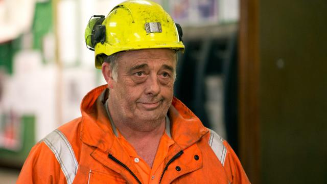 Un mineur termine son service dans la mine Kellingley dans le Yorkshire, lors du dernier jour d'exploitation de la mine le 18 décembre 2015 [OLI SCARFF / AFP]
