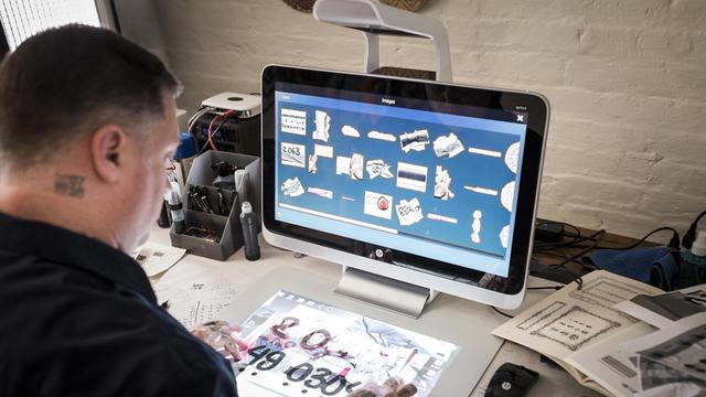 Le PC projette un second écran sur le bureau.