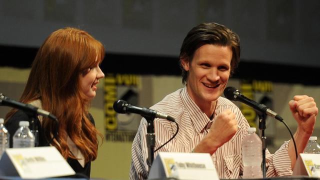 """Karen Gillan et Matt Smith (D), acteurs de la série britannique """"Doctor Who"""", le 24 juillet 2011 à San Diego en Californie [Frazer Harrison / Getty Images/AFP/Archives]"""