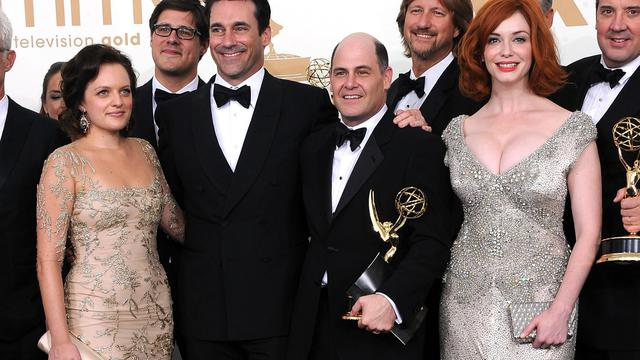 "Une partie de l'équipe de la série ""Mad Men"", le 18 septembre 2011 aux Emmy Awards, à Los Angeles, en Californie [Frazer Harrison / Getty Images/AFP/Archives]"