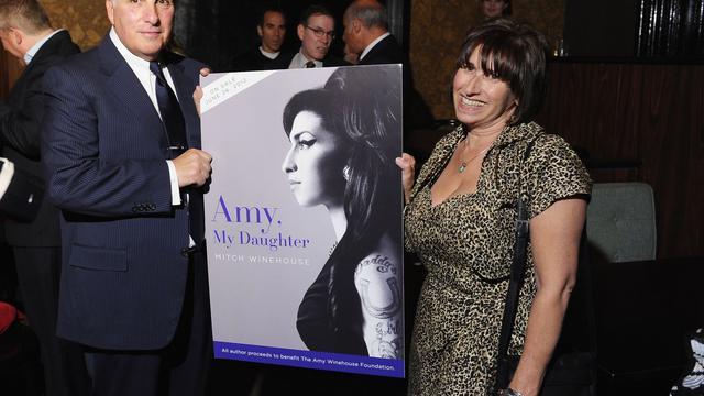794f695dcb7bd Le père d Amy Winehouse bloque une pièce de théâtre sur sa fille ...