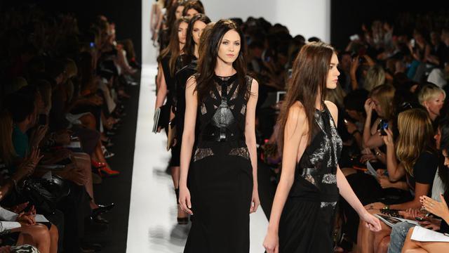 La Fashion Week de New York, qui ouvre le bal des semaines de la mode dans le monde pour la saison printemps-été 2013, a démarré jeudi avec les défilés de BCBG Max Azria et de Nicholas K, confiante en dépit d'une économie terne. [GETTY IMAGES NORTH AMERICA]
