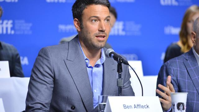 """L'acteur américain Ben Affleck a dévoilé samedi à Toronto son nouveau film, """"Argo"""", qui relate des événements de 1979 en Iran où des diplomates américains pris en otage dans leur ambassade à Téhéran se sont enfuis grâce à l'aide du Canada. [GETTY IMAGES NORTH AMERICA]"""