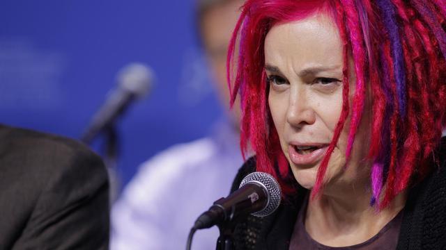 """L'un des réalisateurs du film """"Cloud Atlas"""", Lana Wachowski, a affiché cette semaine publiquement pour la première fois son passage au sexe féminin, apparaissant avec des dreadlocks roses au festival du film de Toronto. [GETTY IMAGES NORTH AMERICA]"""