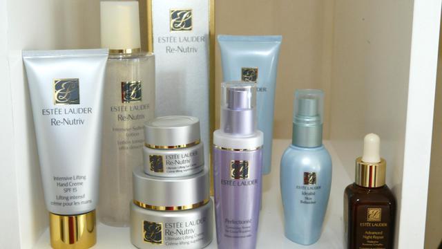 L'action du groupe de cosmétiques américain Estée Lauder s'envolait mardi après l'annonce de résultats annuels meilleurs que prévu, tirés par des ventes de soins pour la peau et de maquillage en forte hausse et par des économies.[Getty Images North America]