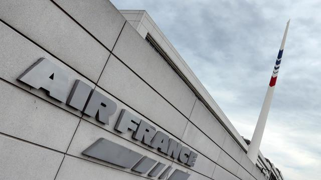 Un avion d'Air France, avec 178 personnes à bord, a fait un atterrissage d'urgence dimanche à l'aéroport de Lagos après une fausse alerte  [Jacques Demarthon / AFP/Archives]
