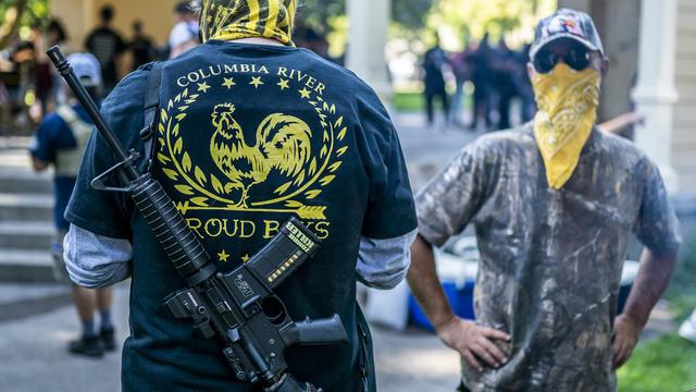Les Proud Boys sont des militants d'extrême droite.
