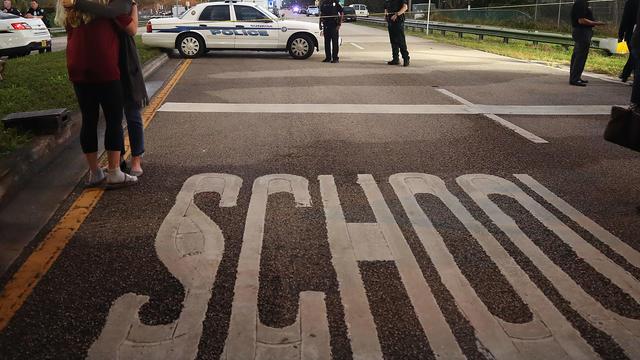 Après la tuerie de Parkland, le président Donald Trump avait proposé d'armer les enseignants aux Etats-Unis, mais avait refusé d'envisager l'interdiction des fusils d'assaut.