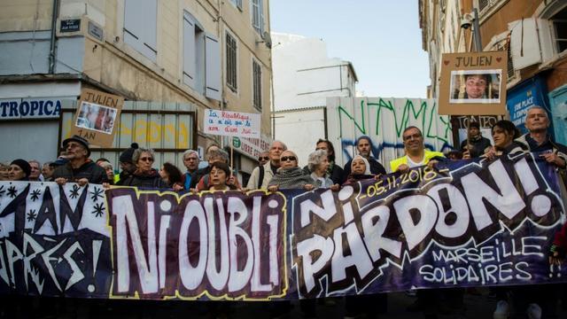 Manifestation à Marseille, le 9 novembre 2019, un an après l'effondrement de deux immeubles insalubres ayant fait huit morts, rue d'Aubagne [CLEMENT MAHOUDEAU / AFP]