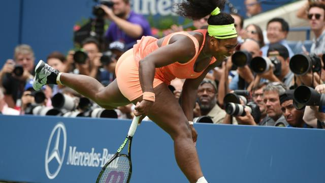 L'Américaine Serena Williams battue en demi-finale de l'US Open par l'Italienne Roberta Vinci, le 11 septembre 2015 à New York [TIMOTHY A. CLARY / AFP]