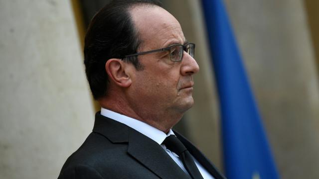 Le président François Hollande sur le perron de l'Elusée le 20 novembre 2015 à Paris [LIONEL BONAVENTURE / AFP]