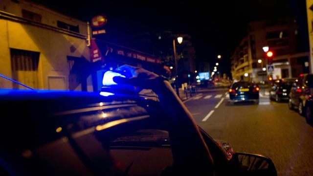 """""""A l'arrivée des policiers"""", la victime """"gisait dans son sang sur le trottoir""""[Fred Dufour / AFP/Archives]"""