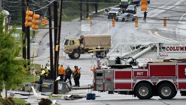Des équipes de secours à Columbia après des inondations record en Caroline du Sud, le 5 octobre 2015 [MLADEN ANTONOV / AFP]