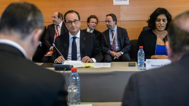 Le président François Hollande et la ministre du travail Myriam el Khomry à l'ouverture de la conférence sociale le 19 octobre 2015 à Paris [CHRISTOPHE PETIT TESSON / POOL/AFP]