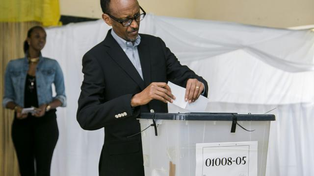 Vote du président rawndais Paul Kagame le 18 décembre 2015 à Kigali  [CYRIL NDEGEYA / AFP]