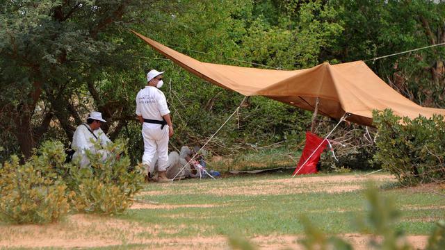 Des enquêteurs sur le site du crash de l'avion d'Air Algérie, le 29 juillet 2014 à Gossi, dans le nord-est du Mali [Sia Kambou / AFP/Archives]