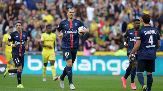 La star Zlatan Ibrahimovic après avoir signé l'égalisation du PSG contre Nantes, le 26 septembre 2015 à La Beaujoire [JEAN-SEBASTIEN EVRARD / AFP]