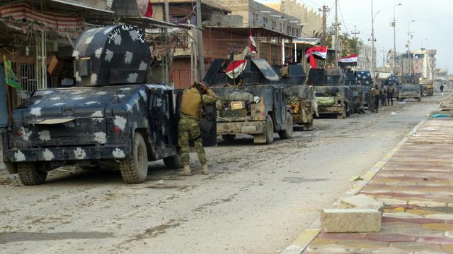 Des forces irakiennes stationnent dans Ramadi pour sécuriser la zone et combattre le groupe EI, le 1er janvier 2016 [STR / AFP]