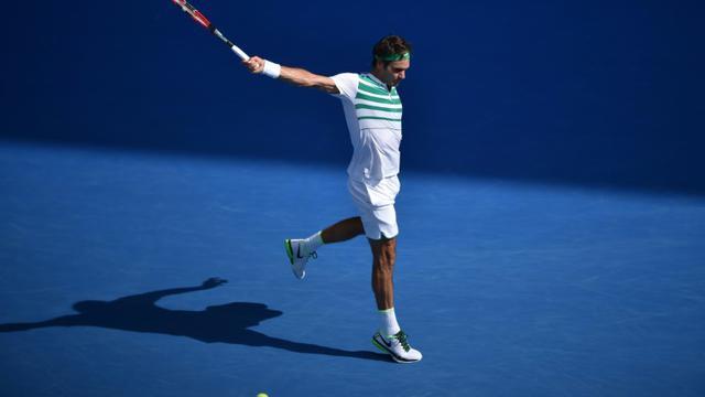 Roger Federer face au Tchèque Tomas Berdych en quarts de finale de l'Open d'Australie, le 26 janvier 2016 à Melbourne [PETER PARKS / AFP]