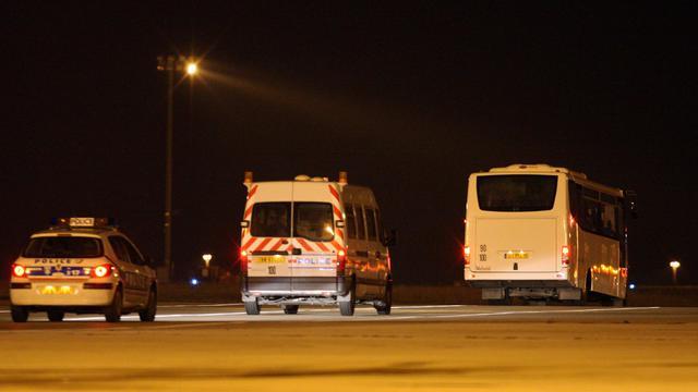 Un convoi policier transportant des migrants vers l'aéroport Charles-de-Gaulle, pour être expulsés de France le 15 décembre 2009 [Mehdi Fedouach / AFP/Archives]