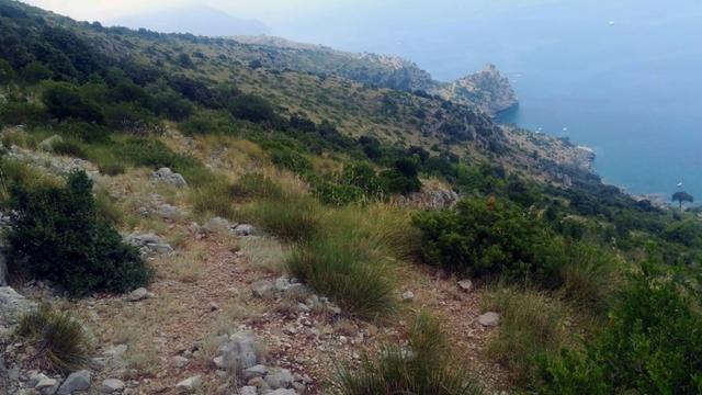 Une partie de la zone de recherches où s'activent les secouristes pour retrouver Simon Gautier, jeune randonneur français qui s'est blessé il y a huit jours dans une vaste zone rocheuse, près de Policastro, à près de 200 kilomètres au sud de Naples, le 16 août 2019 [HO / Soccorso Alpino e Speleologico italiano/AFP]