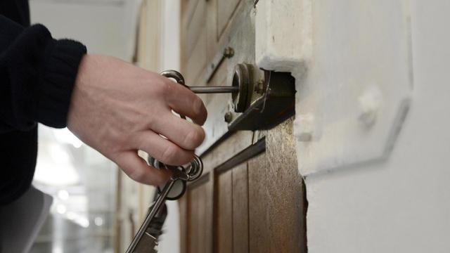 La porte d'une cellule de prison [Anne-Christine Poujoulat / AFP/Archives]