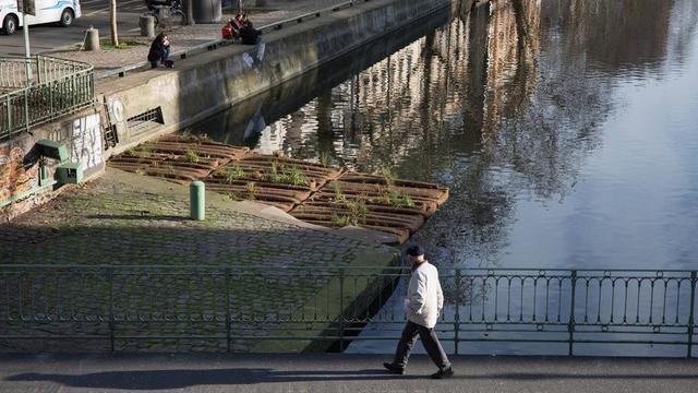 Au total, 40 m2 de radeau ont été installés sur le canal Saint-Martin 10e).