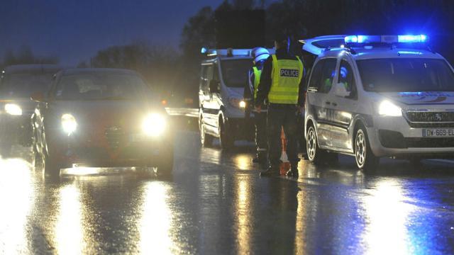La police de l'Air et des Frontières le 19 novembre 2015 à Entrange à la frontière de la France et du Luxembourg [JEAN-CHRISTOPHE VERHAEGEN / AFP]