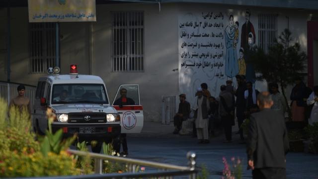 Une ambulance amène des blessés à l'hôpital Wazir Akbar Khan après un attentat, le 3 septembre 2019 à Kaboul [WAKIL KOHSAR / AFP]