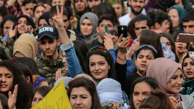 Manifestation de femmes pour marquer la journée internationale des droits des femmes à Diyarbakir, le 8 mars 2018 [ILYAS AKENGIN / AFP]