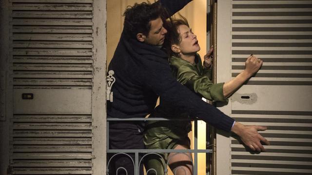 Dans le film Elle, la femme jouée par Isabelle Huppert entretient une relation ambiguë.