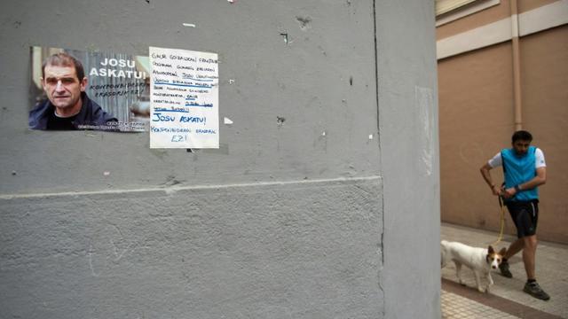 Une affiche appelant à la libération de Josu Ternera sur un mur de Miraballes dans le pays basque espagnol, le 16 mai 2019 [ANDER GILLENEA / AFP]