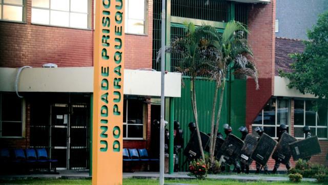 Des policiers antiémeute se préparent à entrer dans le centre pénitentiaire de Bela Vista, dans le quartier de Puraquequara, le 27 mai 2019 à Manaus, au Brésil [Sandro Pereira  / AFP]